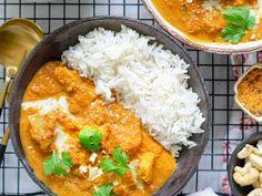 Butter tofu on intialaisen klassikkoruoan mausteinen kasvisruokaversio tofulla. Tämä vegaaninen herkku on jokaisen kotikokin maistuva bravuuri. My Favorite Food, Favorite Recipes, Tofu, Butter Chicken, Flora, Vegan Recipes, Curry, Tasty, Baking