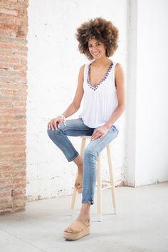 We trust in basics ¡Feliz sábado! #moda #fashion #trendy #estilo #look #outfit #tendencia #lookoftheday #summer #jeans #basics #casuallook #florencia #florenciashop #modaflorencia #shooting #newbrand #shop #barcelona #florencia