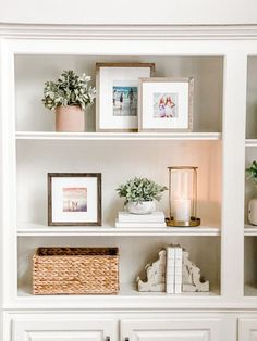 Decoration Chic, Decoration Bedroom, Decoration Inspiration, Decor Ideas, Shelf Decorations, Shelf Inspiration, Journal Inspiration, Home Decor Inspiration, Christmas Decorations