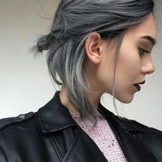 33 trendy ombre hair color ideas of 2019 - Hairstyles Trends Short Grey Hair, Girl Short Hair, Short Hair Cuts, Short Hair Styles, Grey Hair Bob, Hair Color Ash Grey, Gray Hair Ombre, Short Grunge Hair, Short Hair Colour