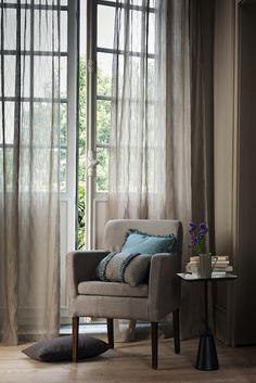 Vitrage - slaapkamer- zowel de vitrage als de slaapkamer behoren tot het element Metaal Www.onlinegordijnenshop.be