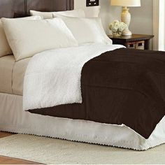 Sweet Home Collection Lightweight Down Alternative Sherpa Comforter Color: Brown