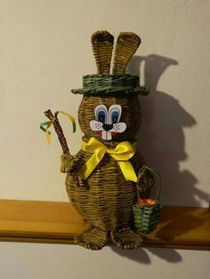 Zajko Newspaper Basket, Paper Weaving, Quilling, Arts And Crafts, Christmas Ornaments, Pets, Holiday Decor, Baskets, Vases