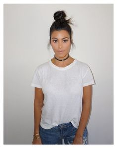 Kourtney Kardashian's Undone Top Knot — Copy Her Exact Style In 3 Steps Khloe Kardashian, Estilo Kardashian, Kardashian Fashion, Kardashian Kollection, Celebrity Beauty, Celebrity Style, Kendall Jenner, Look Chic, Top Knot