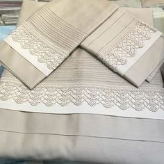 Discover thousands of images about Linen sheet with duvet cover set Crochet Borders, Spring Tutorial, Lace Bedding, Altered Canvas, Embroidered Towels, Linen Sheets, Crochet Home, Home Textile, Crochet Edgings