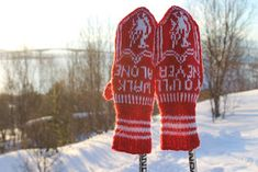Ingridstua: Votter til fotballsupportere i familien Kids And Parenting, Mittens, Liverpool, Knitting Patterns, Crafty, Crochet, Baby, Creative, Fingerless Mitts