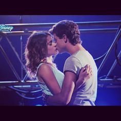 Violetta y diego ! Show, Boy Or Girl, Love, Concert, Couples, Celebrities, Girls, People, Clothes