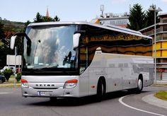 SETRA S415 GT-HD aus Niederösterreich ohne Aufschrift/Werbung am 13.5.2011 in Krems an der Donau unterwegs.