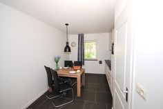 Appartement Kooiker Ameland - Vier persoons eethoek. #Ameland #Kooiker #verhuur #genieten #appartement #kooikerverhuur http://kooiker-ameland.nl