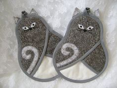Gray Cat Potholders Cat Oven Mitts Kitty Hot by VernieLeeDesigns, $16.99