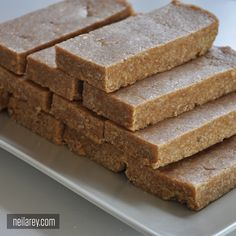 Homemade No-Bake Protein Bars Recipe Lunch, Snacks with oatmeal, peanut butter, coconut cream, vanilla protein powder Protein Muffins, Protein Cookies, No Bake Protein Bars, Healthy Protein Bars, Protein Bar Recipes, Protein Powder Recipes, Protein Foods, Healthy Sweets, Homemade Protein Bars
