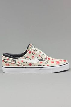 Nike SB Cherry Blossom Pack Available Men's Shoes, Nike Shoes, Nike Footwear, Hip Hop Fashion, Mens Fashion, Fashion Trends, Sneaker Magazine, Best Sneakers, Nike Sb
