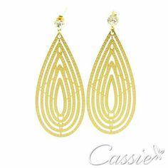 Brinco finos e leves, super em alta!!   ⭐Brinco folheado a ouro com detalhes em estrelinhas. ⭐ #Cassie #semijoias #acessórios #moda #fastfashion #fashion #trends #tendências #estilo #inspiração #instamoda ##lookinspiração #look #picoftheday #inlove #Happy #good #beautiful #glamour #lookdodia #anel #dourado #pulseiras #likes #pulseirismo #amo #bomdia #cruz #blackfriday #beleza #crucifixo