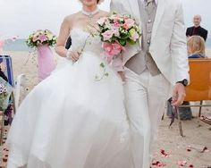 Such a beautiful wedding dress. Check out Jenny's gorgeous hand made dress  Beach Sweetheart  Lace Wedding Dress by RockRollRefresh on Etsy, $165.00