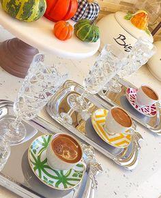 Afiyet olsun 👏🏼 @eliifyelkncikececi ❤️ #1fincanask #kahvefincan #kahvesunumları #colorful #istanbulfincan  #englishhome #kahve #kahvesunum…