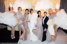 kourtney kardashian great gatsby look Great Gatsby Outfits, Great Gatsby Fashion, Roaring 20s Fashion, 1920s Fashion Women, Vestidos Marchesa, Marchesa Gowns, Roaring 20s Party, Gatsby Themed Party, Kylie Jenner Style