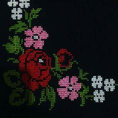 Cross Stitch Art, Cross Stitch Flowers, Cheap Christmas, Christmas Sweaters, Alphabet, Diy Crafts, Embroidery, Crochet, Instagram Posts