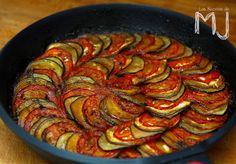 RATATOUILLE (LA RECETA DE LA PELÍCULA) | Videoreceta - Las Recetas de MJ Tasty, Yummy Food, Happy Foods, Deli, Love Food, Food And Drink, Veggies, Gluten Free, Cooking