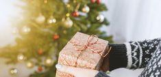 Koľko ľudí musí siahnuť pre koronavírus pred Vianocami na finančnú rezervu? - Akčné ženy Cheap Christmas Gifts, Christmas On A Budget, Etsy Christmas, Christmas Gift Guide, Holiday Gifts, Christmas Presents, Christmas Holiday, Celebrating Christmas, Christmas Deals