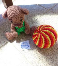motaničky: pletená hrkacia loptička pre bábätko