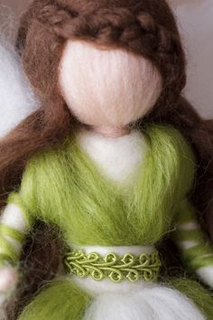 This elf conveys a sense of confidence and confidence. Since it is handmade, the elf can differ slightly from the photo when re-ordering. Needle Felted, Wet Felting, Diy Arts And Crafts, Felt Crafts, Felt Angel, Felt Fairy, Waldorf Dolls, Felt Dolls, Soft Sculpture