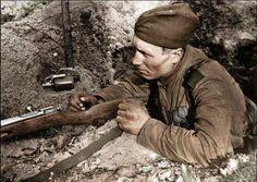 Soldat soviétique avec mosin-nagant. A noter aussi pour RG-42 et f-1 grenades à main
