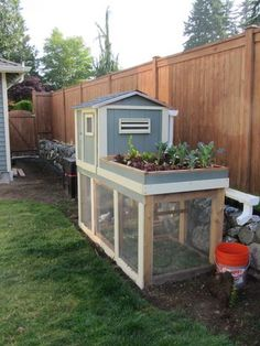 Wow, that chicken coop takes up significantly less space than I had imagined. Hmm...tempting. Wonder how many chickens it fits, and what the city ordinances are around here.