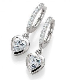 Wunderschöne Herz Ohrringe Heart 2 Heart wahlweise aus 925er Silber, 375, 585 oder 750 Weissgold aus der Kollektion Bridal mit Zirkonia by verlobungsring.de #love #beautiful #wedding