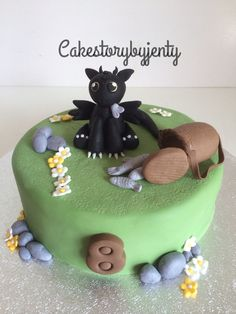 Baby toothless cake