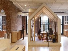 Airbnb's Portland Office Invites Employees To Belong Anywhere. Boora Architects together with Myriad Harbor have designed the offices of Airbnb in Portland, Oregon. Office Interior Design, Office Interiors, Office Designs, Design Offices, Interior Work, Interior Sketch, Airbnb Portland, Portland Usa, Airbnb Office