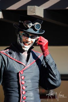 Steam Powered Giraffe rocks Front Street Plaza daily at 4:40, 5:40, 6:40, & 7:40 p.m.