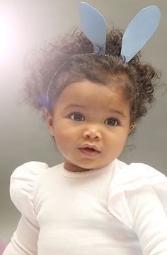 how to kiss a frog Beautiful Family, Beautiful Children, Beautiful Babies, Adorable Babies, Cute Kids, Beautiful Females, Mixed Race, Sweet Pic, Black Babies