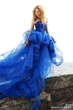 http://img.loveitsomuch.com/uploads/201304/28/bl/blue%20blue%20blue%20wedding%20dress-t01831.jpg