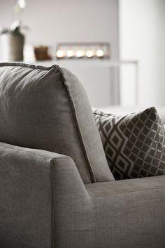 Cirrus 3-sits soffa med divan i tyg Kiss natur från Mio.