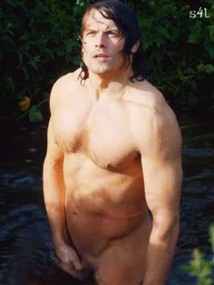 4. A wet and naked Jamie. Thanks to Outlander Clan.
