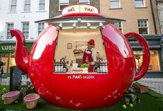 Branded Experiential Pop-Up Bars - This Fun Pimm's Pop-up Teapot Bar Was at Wimbledon 2015 (GALLERY) Pimm's - One of the many creative brand activities on hand at Wimbledon the Pimm's teapot pop-up bar provided an ample dose of the brand's. Pop Up Cafe, Bar Pop Up, Kiosk Design, Cafe Design, Store Design, Comic Cat, Food Cart Design, Food Kiosk, Coffee Carts