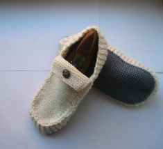 All Seasons Slippers Knitting Pattern by byEline on Etsy Knitted Slippers, Mens Slippers, Crochet Motif, Knit Crochet, Knitting Patterns, Crochet Patterns, Knitting Designs, Free Knitting, Etsy