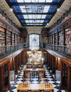 bookmania: The Library of Castle Detmold, Germany (Photo by Candida Höfer) Beautiful Library, Dream Library, Library Books, Grand Library, Santander Spain, Old Libraries, Bookstores, Public Libraries, School Libraries