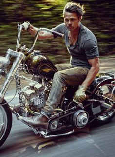 One of the biggest stars of our time, Brad Pitt, covers the November issue of details magazine. Photographed by Mark Seliger & wearing Prada, Pitt talks about his love for riding & how he l… Triumph Motorcycles, Harley Davidson Motorcycles, Custom Motorcycles, Custom Bikes, Custom Choppers, Street Motorcycles, Custom Tanks, Victory Motorcycles, Davidson Bike