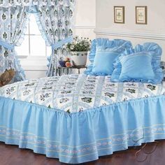 Light blue with white floral bedspread set with bedskirt attached to bedspread, soft and washable at home. Fitted Bed Sheets, Double Bed Sheets, Bed Sheet Sets, Bed Cover Design, Bed Design, Luxury Bedspreads, Designer Bed Sheets, Floral Bedspread, Bed Sheets Online
