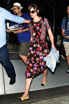 keira knightly in ny airport love her dress