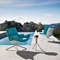 Уютное нежно-голубое кресло HUSK B&B Italia.