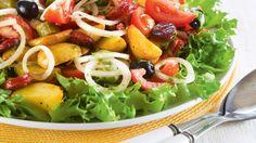 Espanjalainen makkara-perunasalaatti Cobb Salad, Potato Salad, Potatoes, Chicken, Meat, Ethnic Recipes, Koti, Potato, Cubs