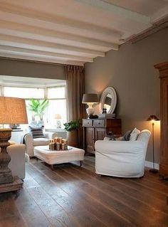 Ambiance Cocooning Dans Ce Salon Cosy Entre Bois Et Mur Taupe