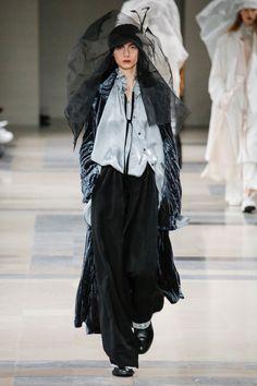 Ann Demeulemeester #VogueRussia #readytowear #rtw #fallwinter2017 #AnnDemeulemeester #VogueCollections