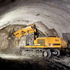 Liebherr Hydraulic Excavator R 944 C SME Excavator Training OSHA & ANSI Compliant www. Heavy Construction Equipment, Heavy Equipment, Dump Trucks, Big Trucks, Excavation Equipment, Tonka Toys, Hydraulic Excavator, Crawler Tractor, Industrial Machine