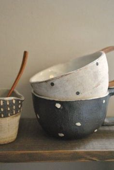 I would love my cupboards to be packed full with lovely homemade ceramic dinnerware. X I would love my cupboards to be packed full with lovely homemade ceramic dinnerware. Ceramic Clay, Ceramic Bowls, Ceramic Pottery, Stoneware, Ceramic Light, Japanese Ceramics, Japanese Pottery, Japanese Bowls, Wabi Sabi