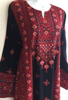 Black Dress kaftan / Tobe / Thobe / Thob with bautiful red Palestinian Cross Stitch / Embroidery Kurti Neck Designs, Kurta Designs Women, Blouse Designs, Embroidery Suits Design, Embroidery Dress, Stylish Dresses, Fashion Dresses, Afghani Clothes, Balochi Dress