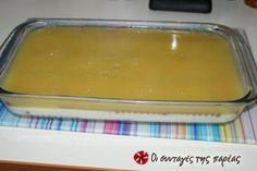 Πρόκειται για ένα απλό γλυκό ψυγείου, με μπισκότα και κρέμα, αλλά από πάνω έχει πορτοκαλάδα.