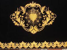 Bordado    El bordado de lentejuelas tiene brillo pero no es bueno para dibujar figuras, ni para ayudar a la imitación. Más bien sirve p...